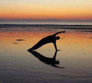 Pilates au coucher du soleil